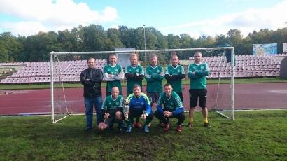 P. Rimkaus-Dieduko atminimo taurės turnyro nugalėtoja – Šilutės futbolo veteranų ekipa su vadovu R. Taršausku.